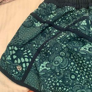 Green patterned lulu lemon tracker shorts! size 8